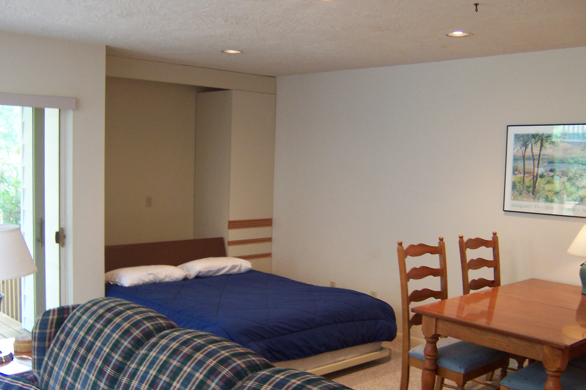 Murphy Bed Comfortable To Sleep On : Lower unit studio with fireplace ann arbor properties